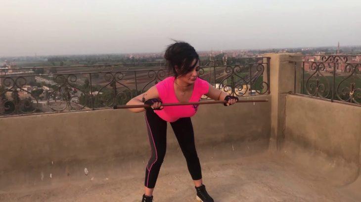 体が脂肪を失い、筋肉を構築するのに役立つ運動